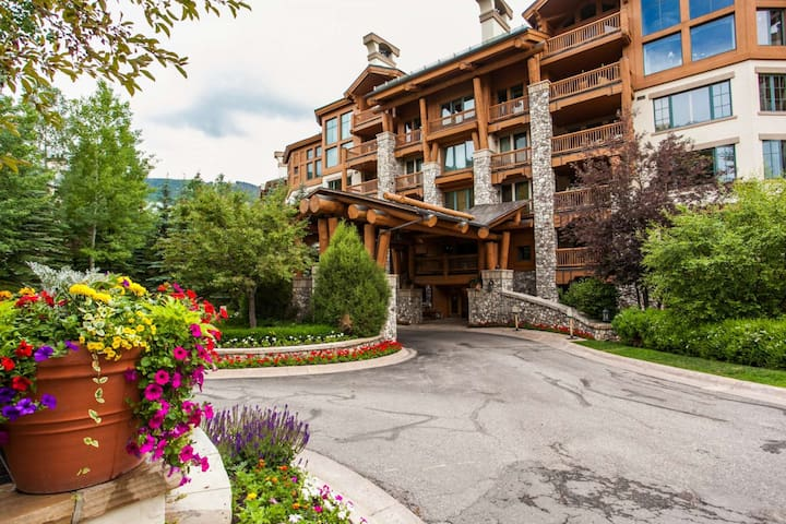 Elkhorn Lodge Condo: Ski In/Ski Out, 2 Master Suites, Fitness Ctr, Dial A Ride, Great for families! - Beaver Creek