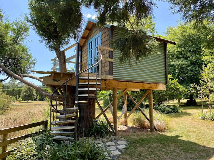 ★Tui Treehouse with breathtaking views and hot tub