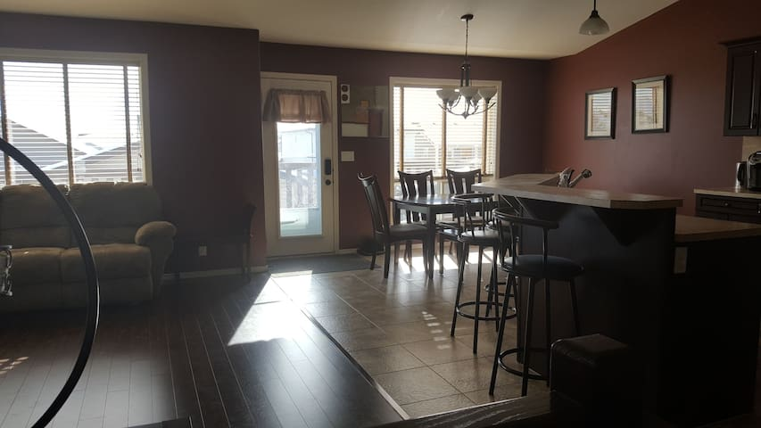 4 bed/2 bath family friendly house in Red Deer