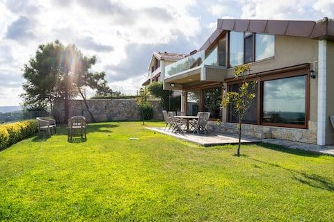 Villa de luxe avec vue sur le Bosphore (jacuzzi et grand jardin)