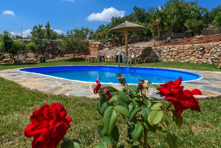 Villa Afrodite! 3 bedrooms in a tranquil setting!