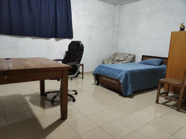 Espaciosa habitación en una zona muy tranquila