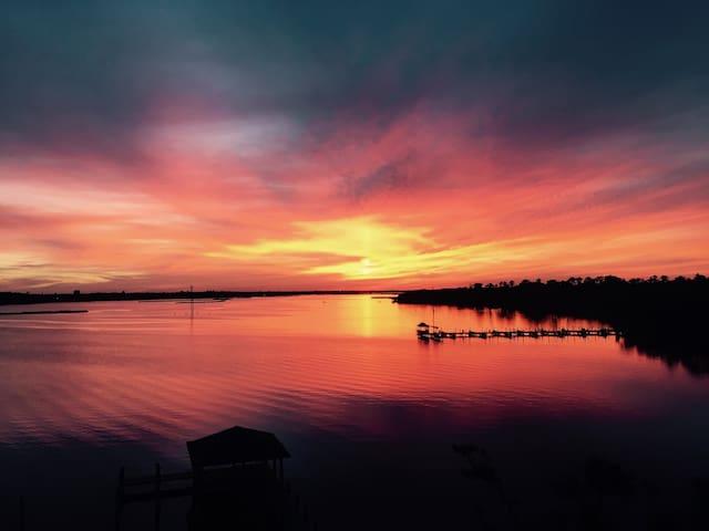 Biloxi Back Bay condo w/ stunning sunset views!