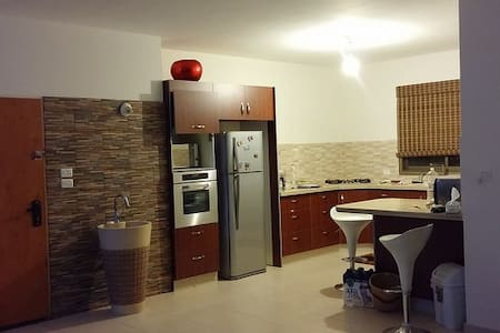 Private Master Unit with Bathroom - Kafr Bara - Apartamento
