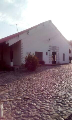 FINCA DE DESCANSO BRISAS DEL CARACOLI