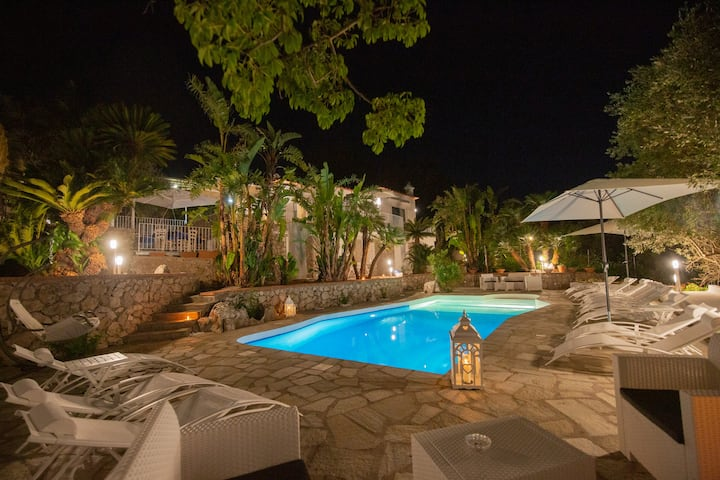 Villa con piscina, a 2 min dalla Grotta Azzurra