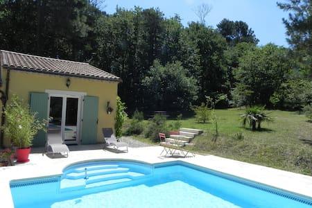 Studio avec piscine,au calme proche Dieulefit - Le Poët-Laval - Lejlighed