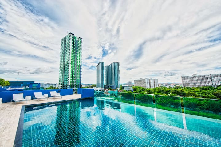 Spacious high floor apartment with Ocean View