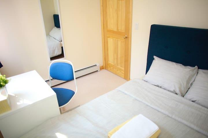 Cozy room A,  close to subway,20 mins to Manhattan