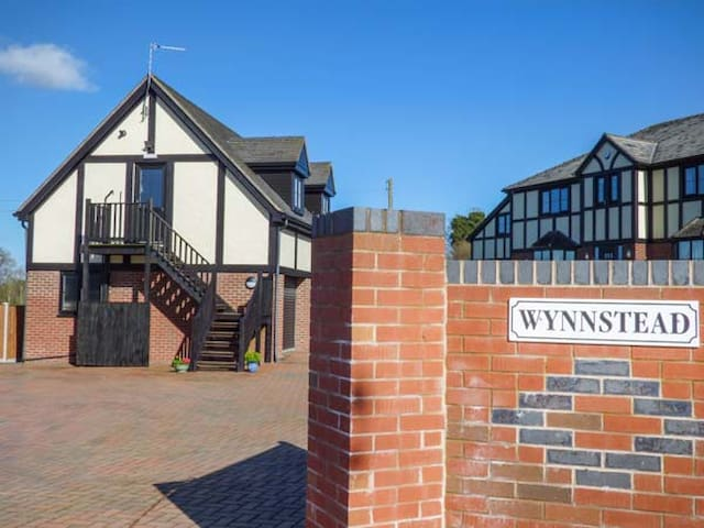 THE WYNNSTEAD ANNEXE, country holiday cottage in Oswestry, Ref 954032
