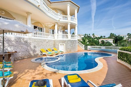 Stunning 5 bedroom private villa with pool - Budens