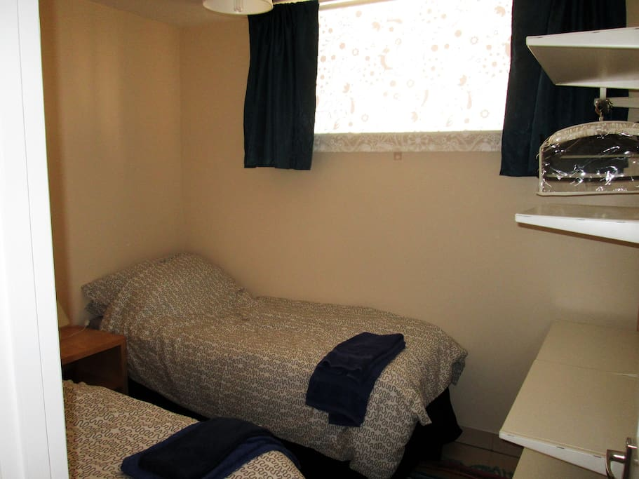 Bedroom with twin beds, which can be a double