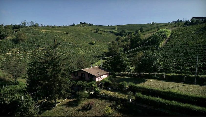 COUNTRY RELAIS IL GLICINE,  among Unesco vineyards