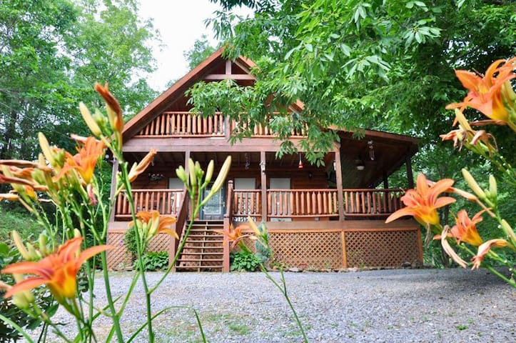 Rustic Elegance. Private relaxing and convenient !