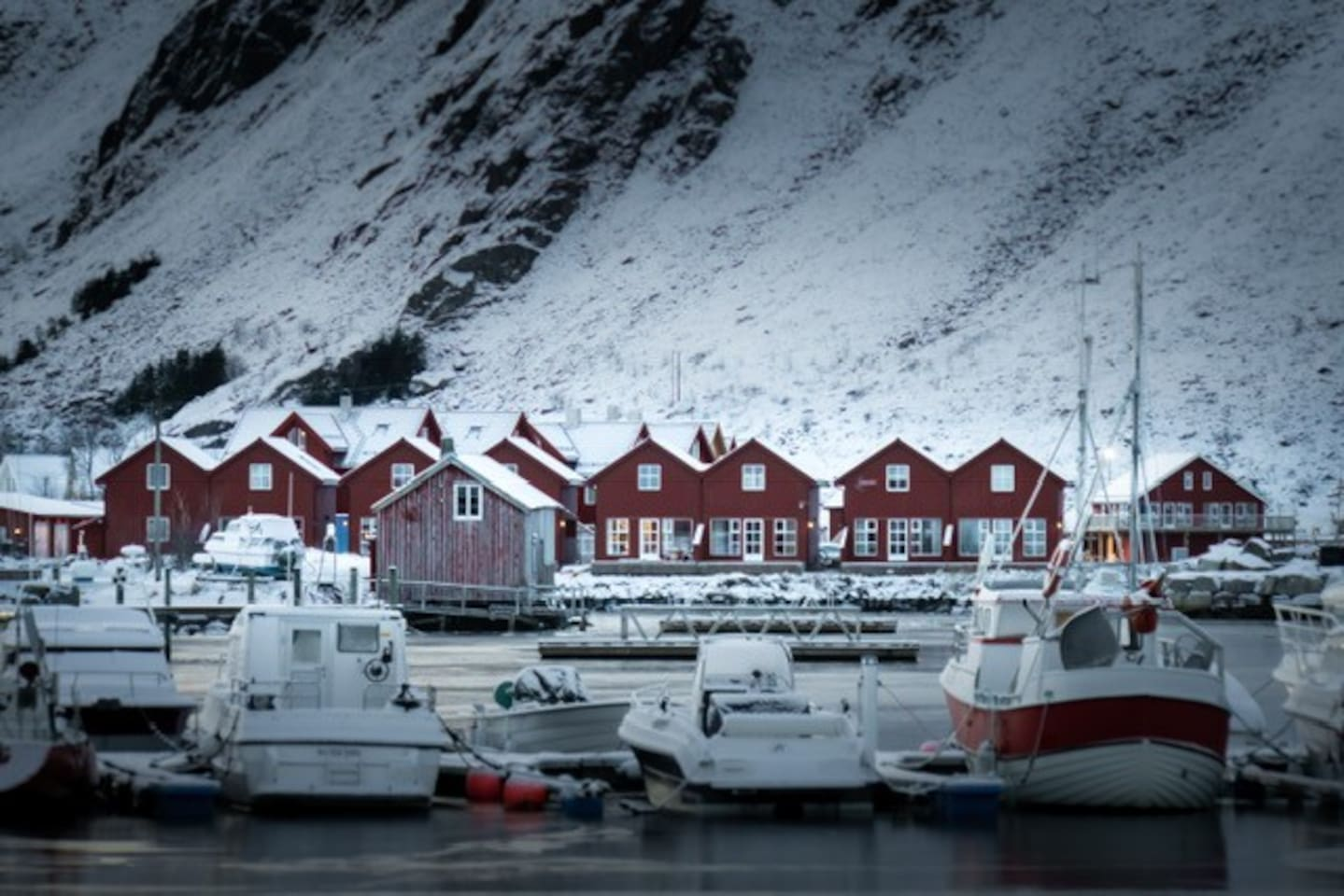 High standard in an Authentic Fishermans Village- Ballstad; an amazing spot for your Lofoten Holliday