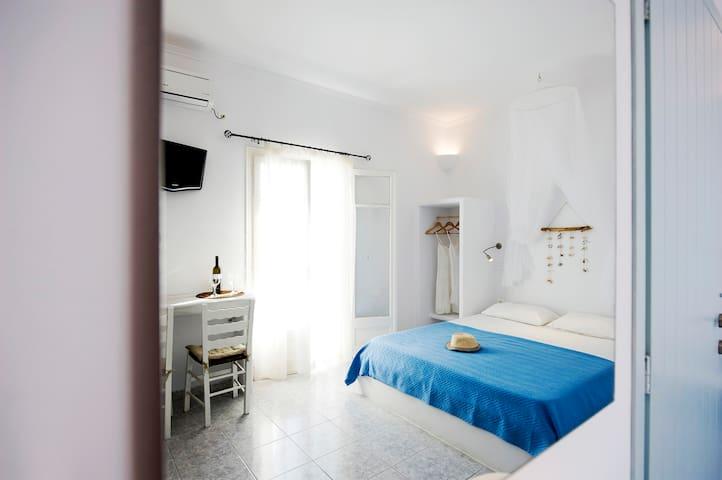 Venia's Guesthouse - Pollonia - Apartemen