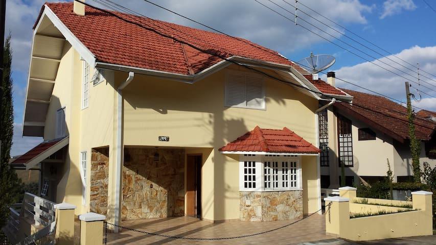 Casa em Campos do Jordão em Condomínio fechado - Campos do Jordao - Chalet