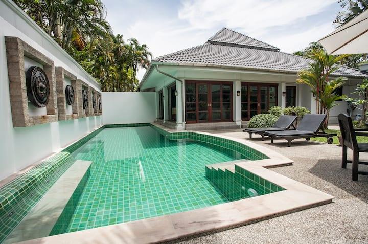 Private courtyard villa & gardens
