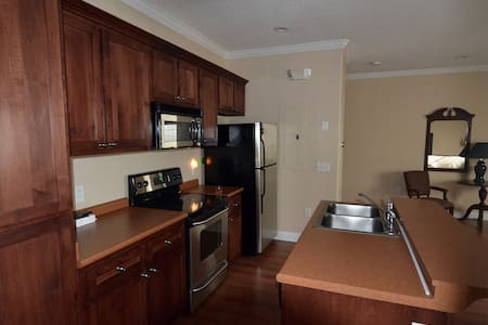 One Bedroom in Downtown Statesboro - Wohnung