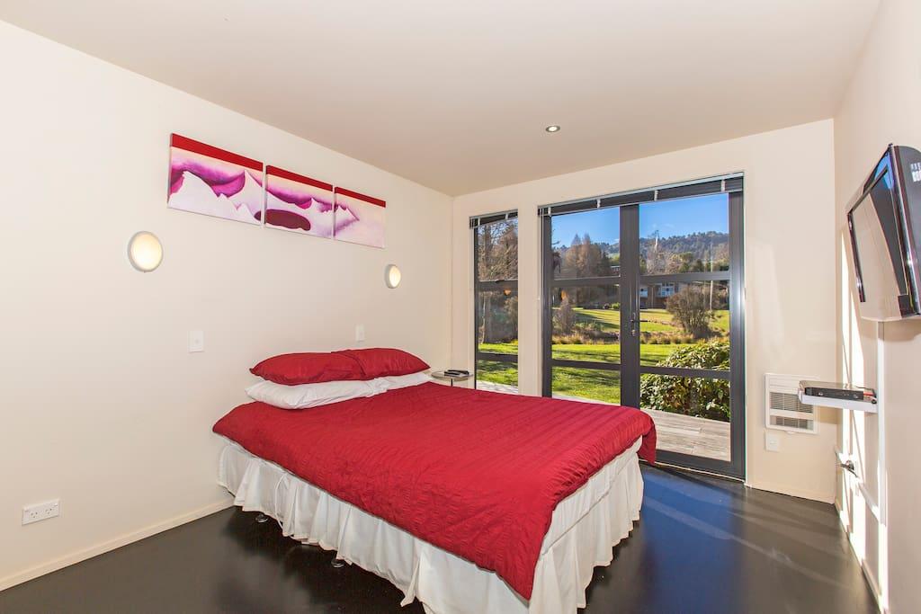 Bedroom #1 - Downstairs (Queen)