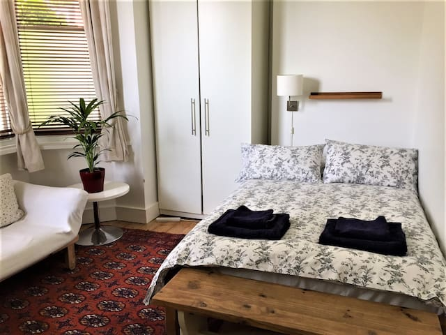 Cosy En-suite Studio - Highgate
