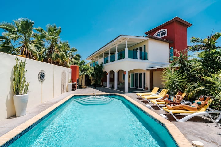 Private Villa & Apartment with Pool in Palm Beach!