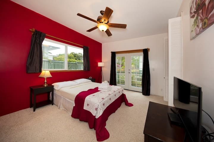 Private Room in Hilo with Garden Views