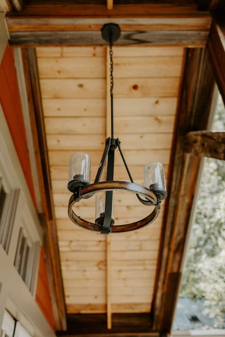 Romantic Tree House with indoor/outdoor shower