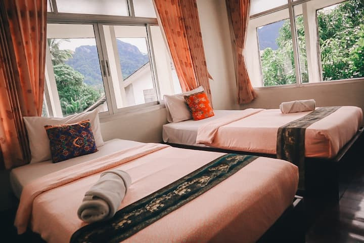 Standard Twin Room at Thaweesuk Hotel