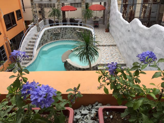 Poolview Bed and Breakfast With Up To 300MBPS WIFI - Manila - Bed & Breakfast