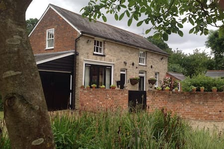 A 2 bedroom converted coach house - Colchester - Rumah