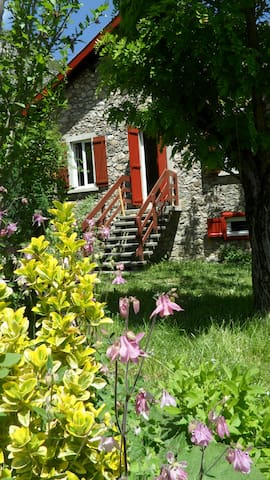 Authentique Maison de montagne en pierre au calme - Alliat - Casa