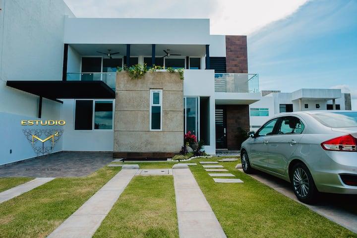 Casa moderna con jacuzzi y club de playa incluído!