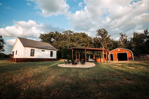 Quiet and Private Getaway On 10 Acres