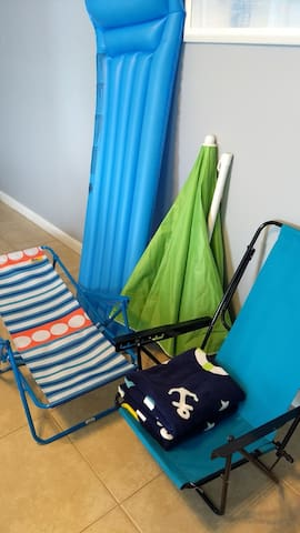 2 beach chairs, 4 pool towels, a beach umbrella, and even a pool float for guest use