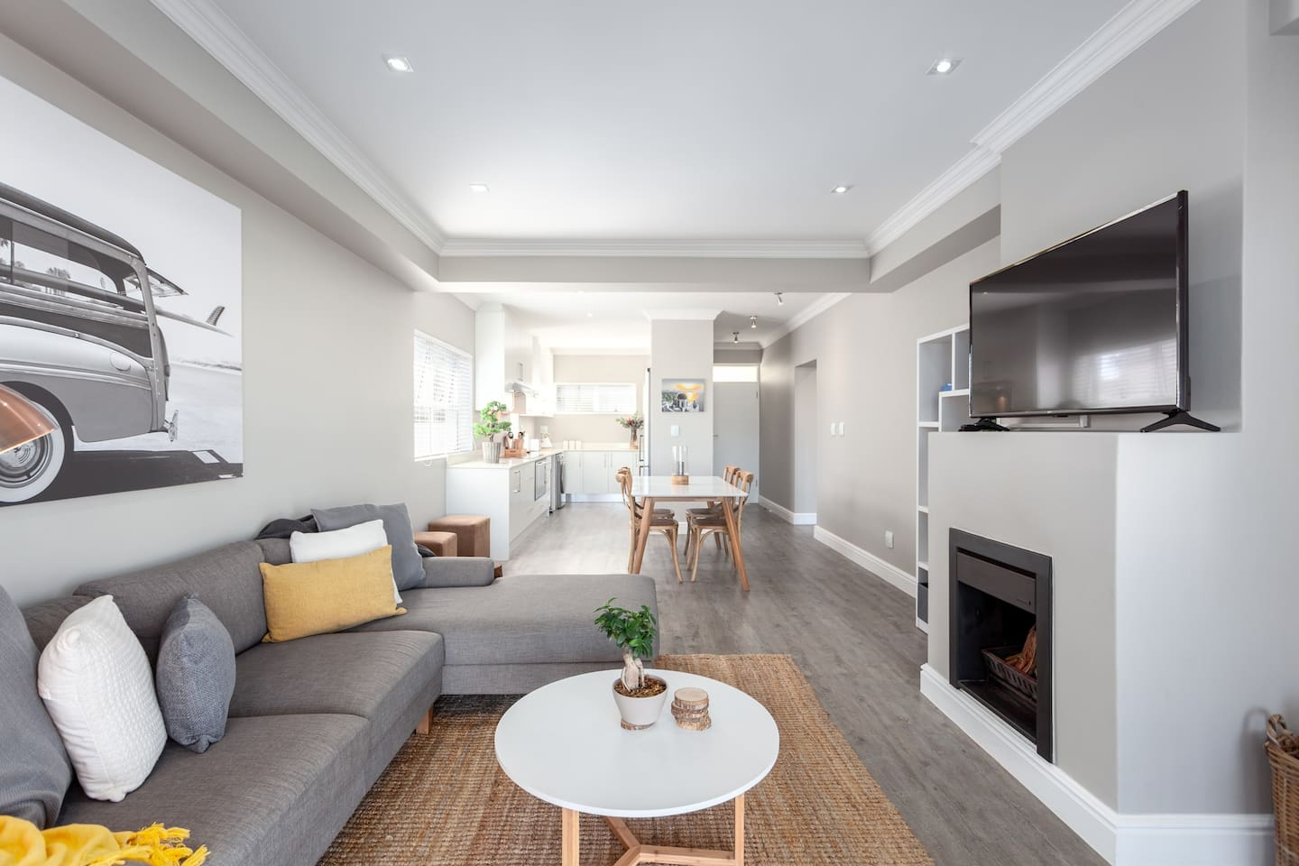 Open plan living & Dining area leading out onto balcony