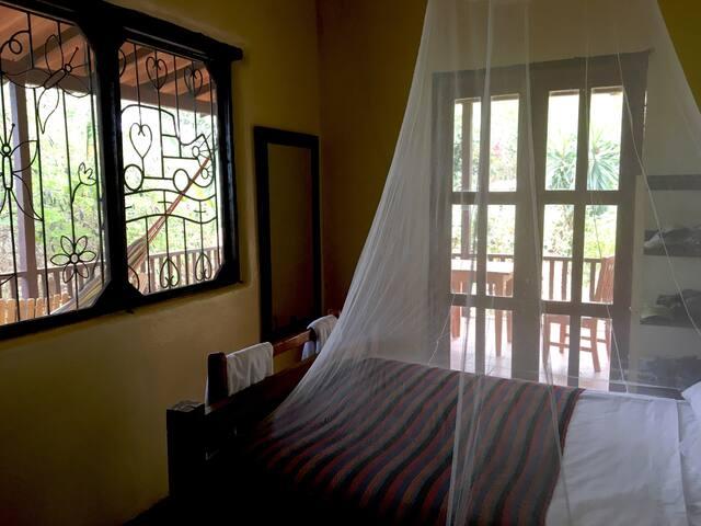 El Bosque queen room in Casa del Bosque: B&B