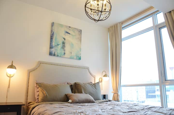 New 2 Bedrooms downtown apartment by Elbow river