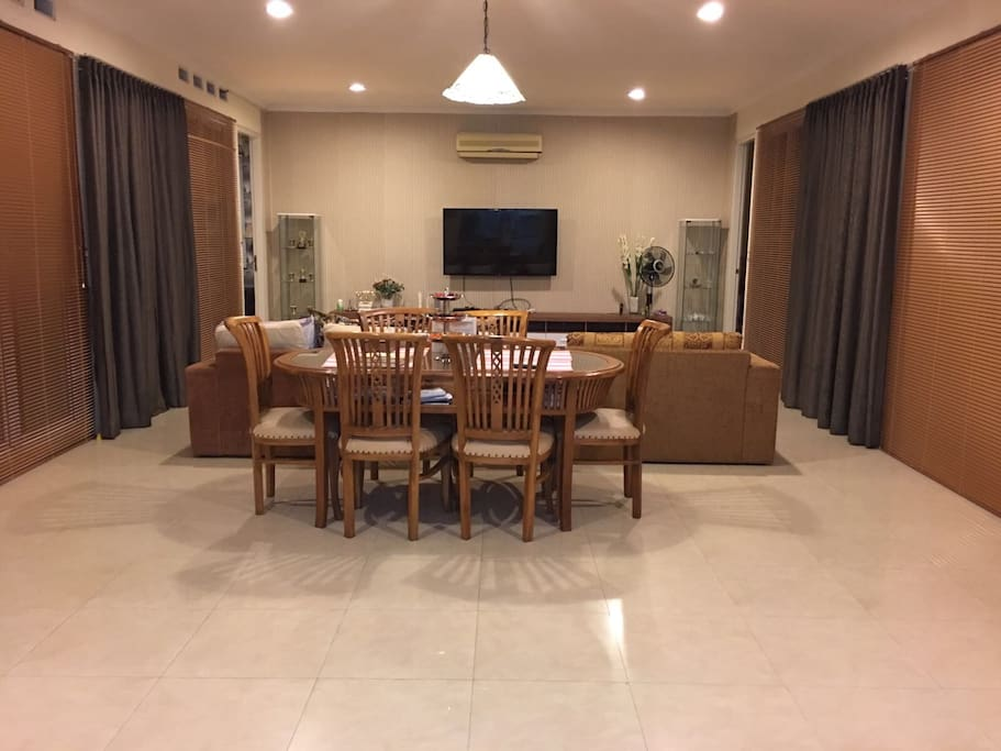 Spacious dining and living room