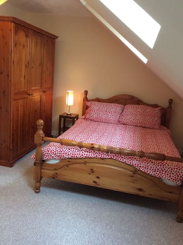 Kingsize 3 miles from Airport - Timperley