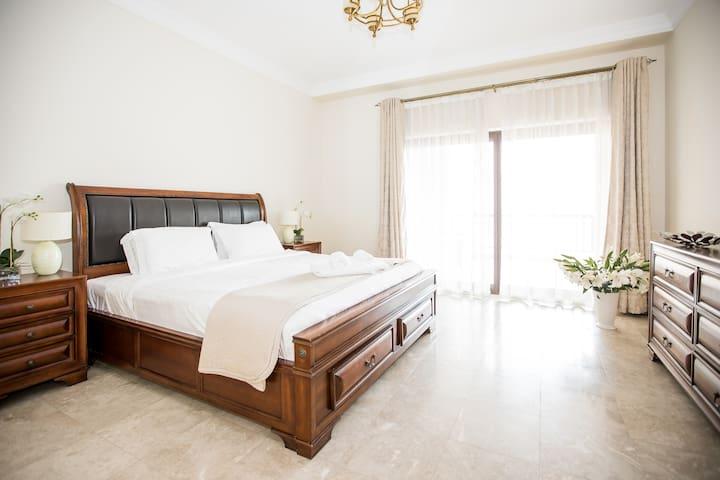 Luxury 2 bdr at Fairmont 6 floor, Palm!