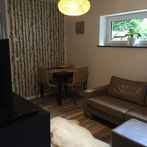 Moderne, ruhige Wohnung im Souterrain am Waldrand - Geesthacht - Kondominium