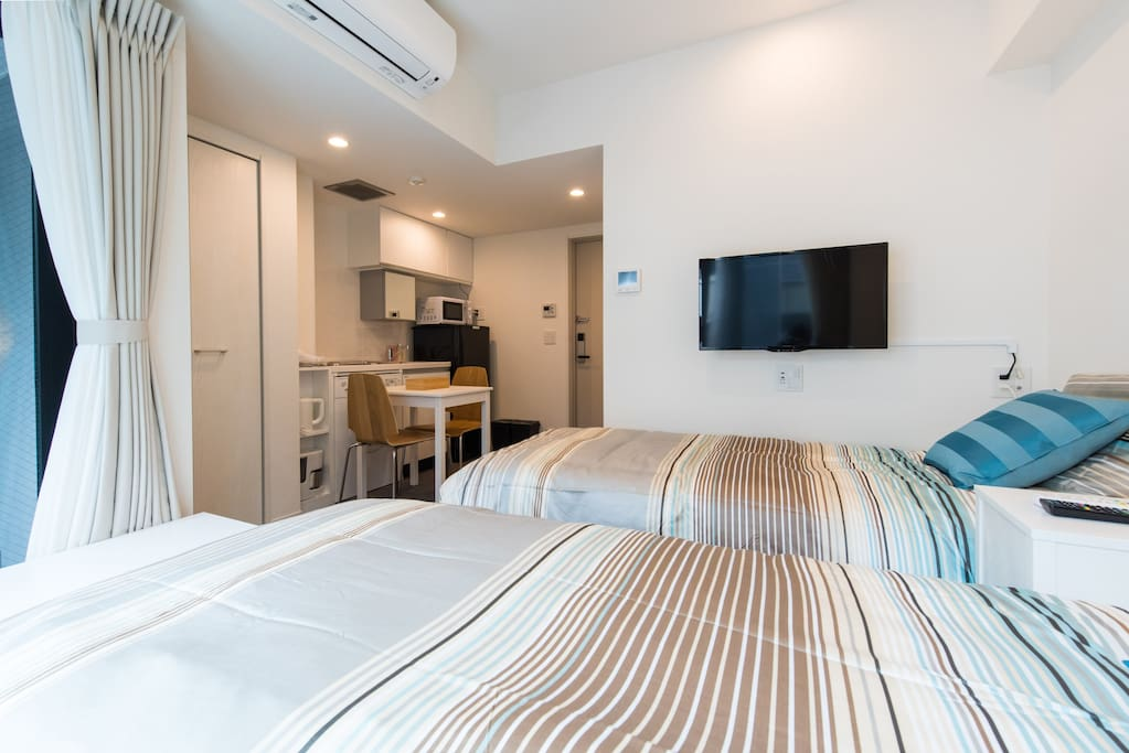 Comfy studio room with 2 single beds!