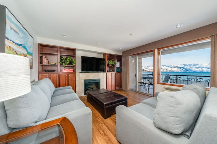 Grandview Lake View 303! Luxury 2 Bedroom Waterfront condo, sleeps up to 6!