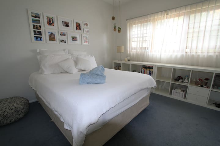 North Curl Curl, near beach, lovely spacious room - North Curl Curl - House