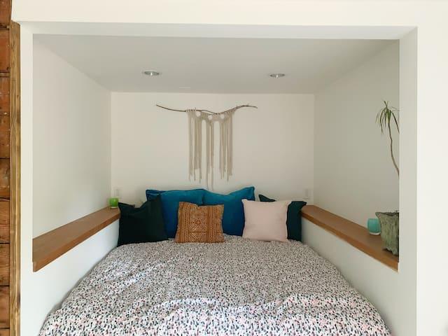 A Cozy Light-Filled Retreat in Queen Anne, Seattle