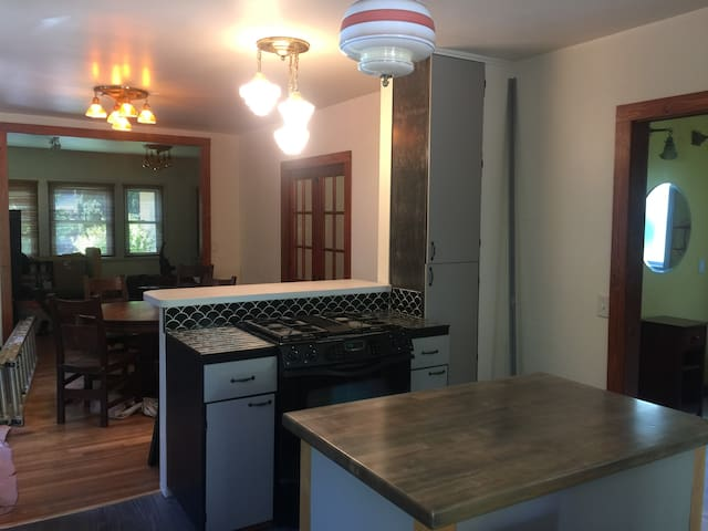 Wonderful 2 bd/2 ba house with recent improvements