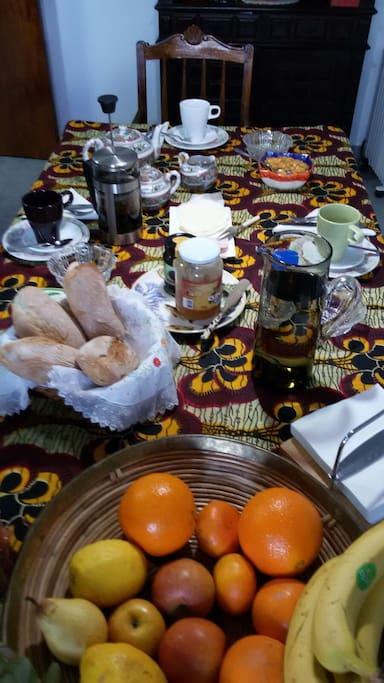 Breakfast - Pequeno almoço
