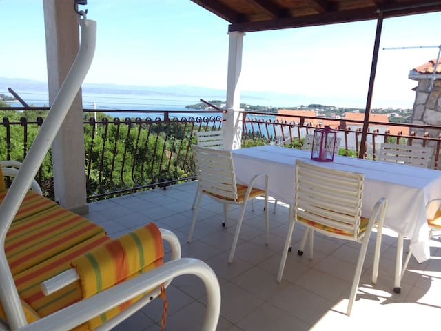 Apartment with a fabulous view-Necujam,Solta