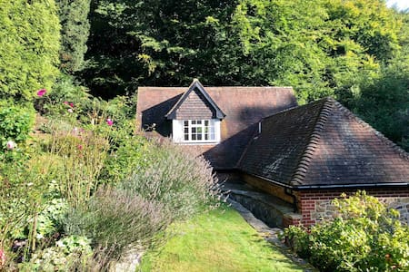 Studio in a woodland setting in the Surrey Hills